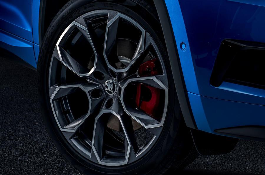 7-skoda-vrs-2019-reveal-alloy-wheels