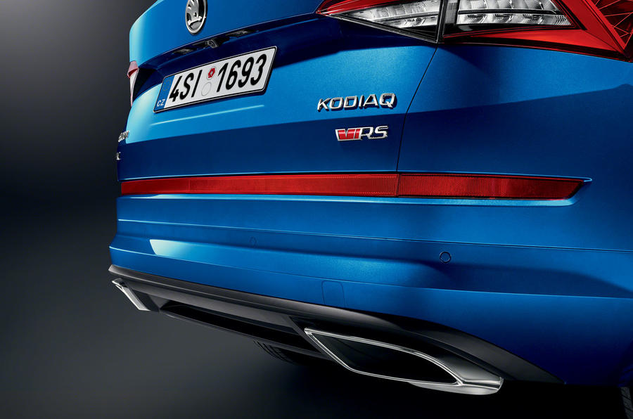 8-skoda-vrs-2019-reveal-exhaust