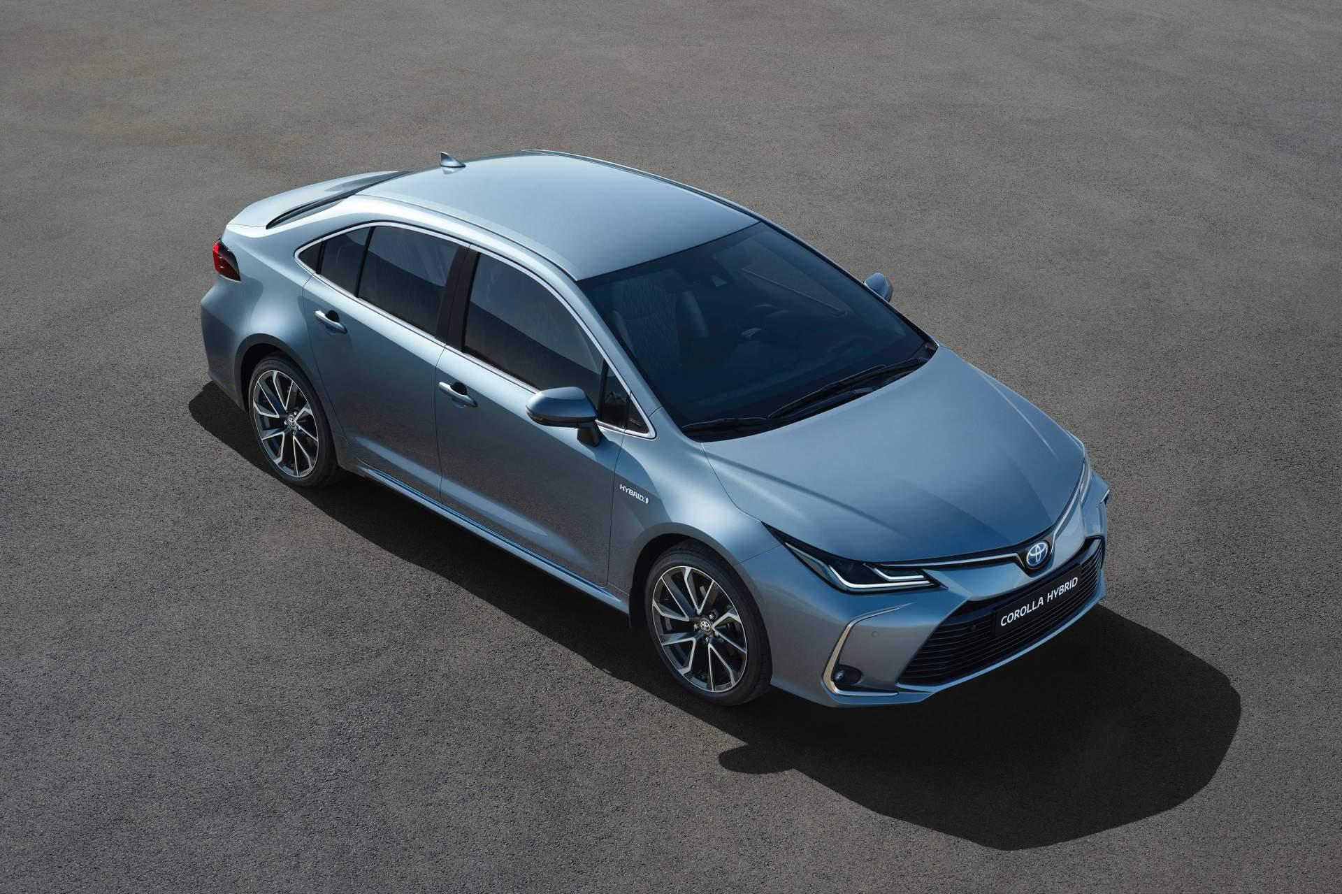 Toyota Corolla Sedan ganha versão híbrida na Europa