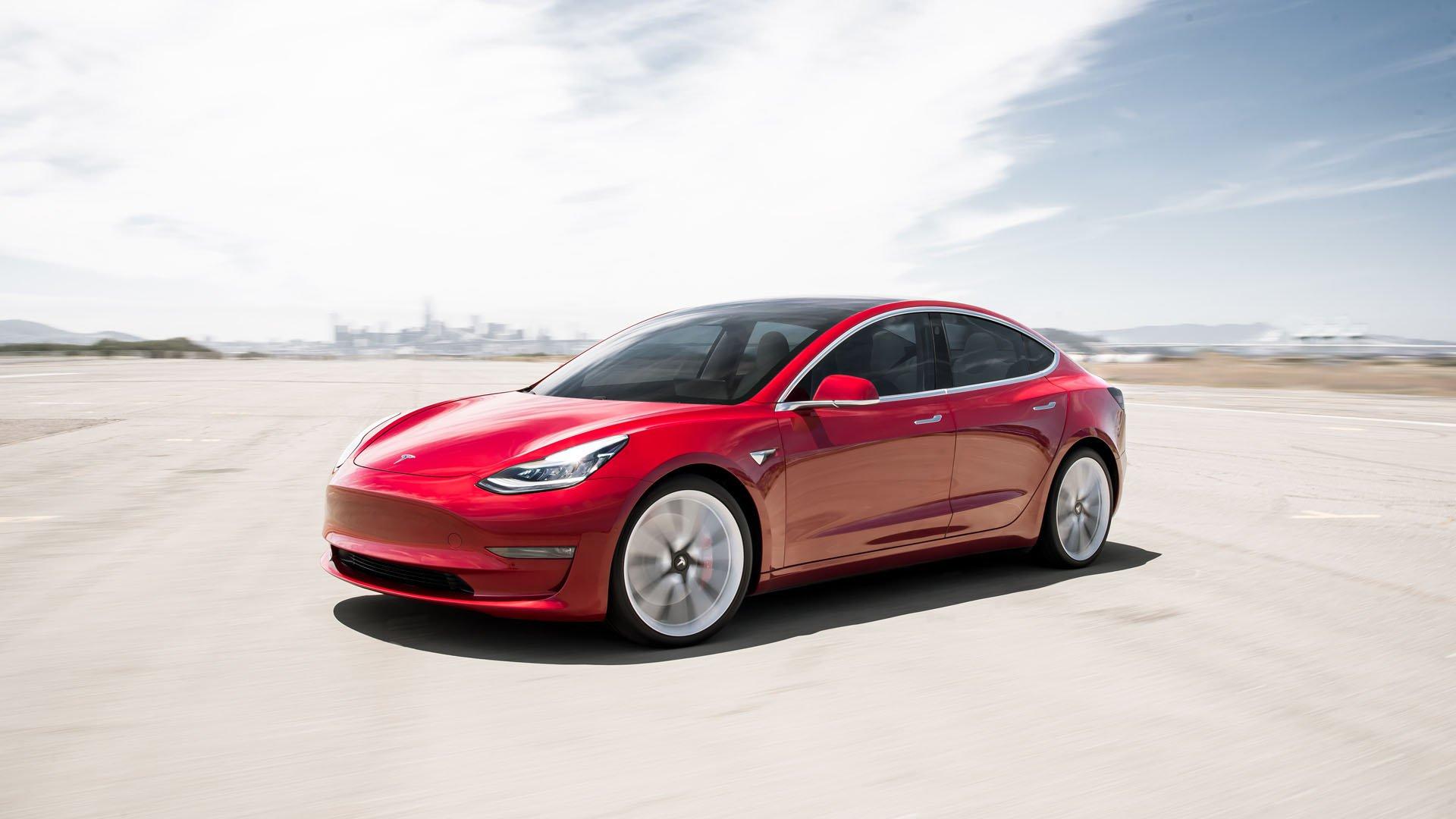 Tesla pede auxilio aos colaboradores para entregar 30 mil carros em 15 dias