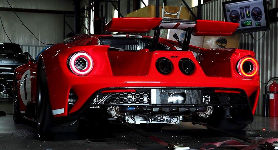 """Ford GT versão """"Heritage"""" testada no banco de ensaio da Hennessey"""