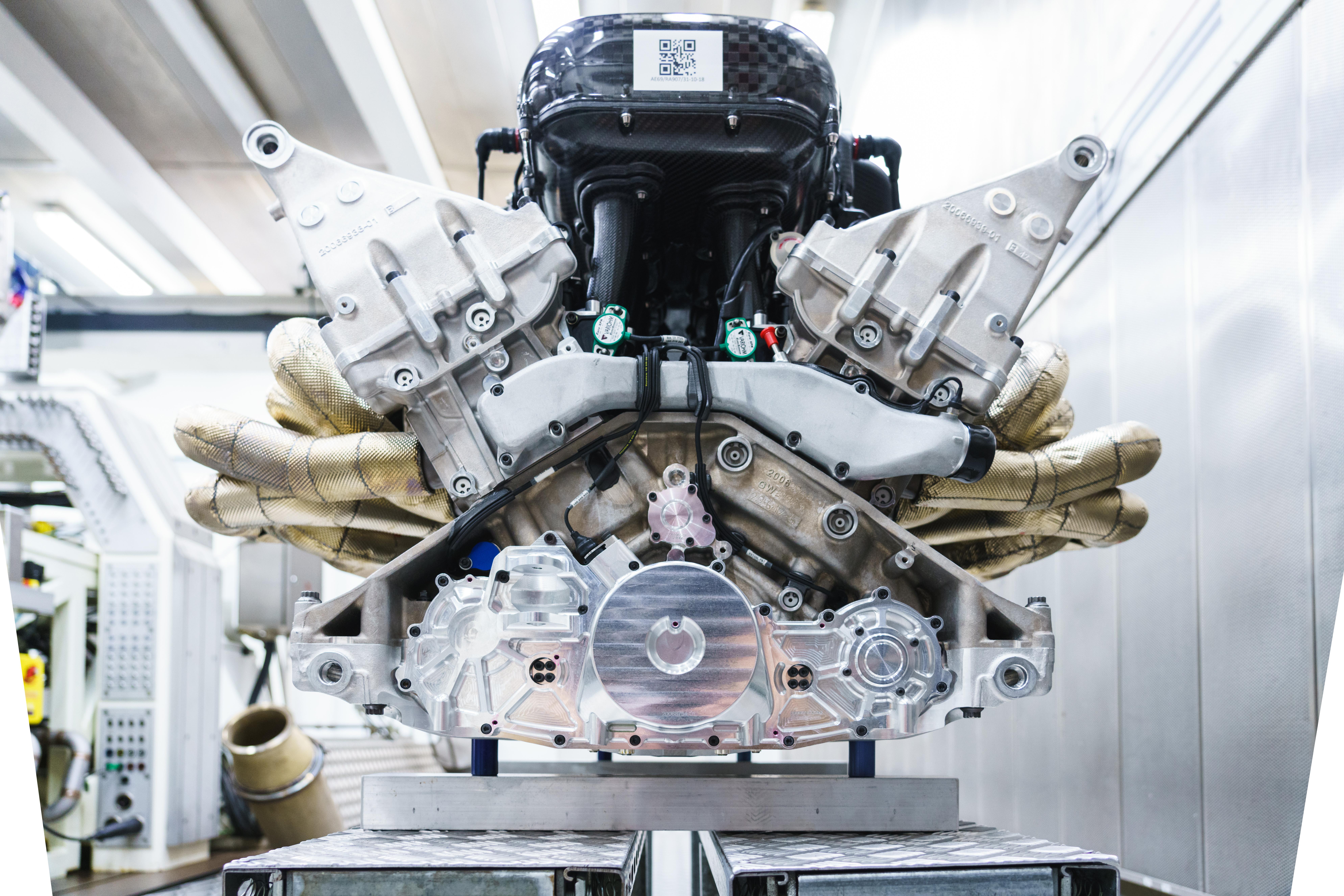 Aston Martin Valkyrie tem motor V12 Cosworth que faz 11 100 rpm e debita 1000 CV
