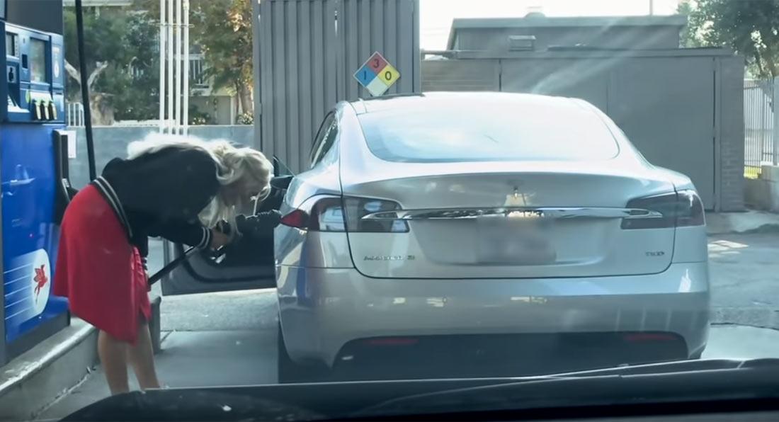 Quando não se sabe que um Tesla é um carro elétrico…