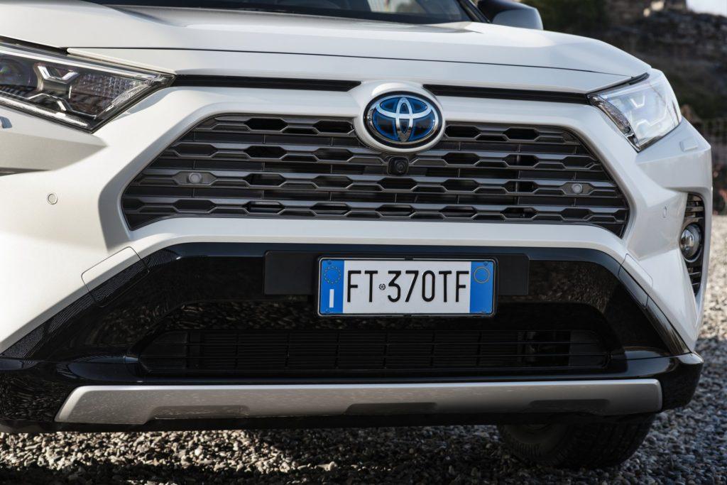 3f75f002-2019-toyota-rav4-hybrid-46
