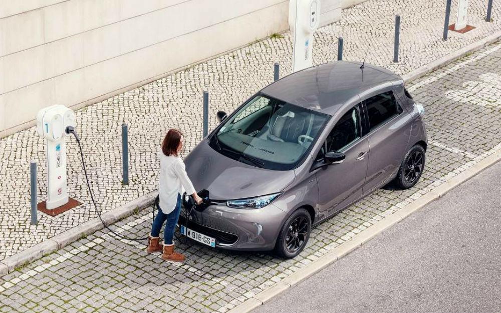 Quer comprar carro elétrico? Despache-se, pois o Governo tem 833 cheques de 3 mil euros á sua espera!