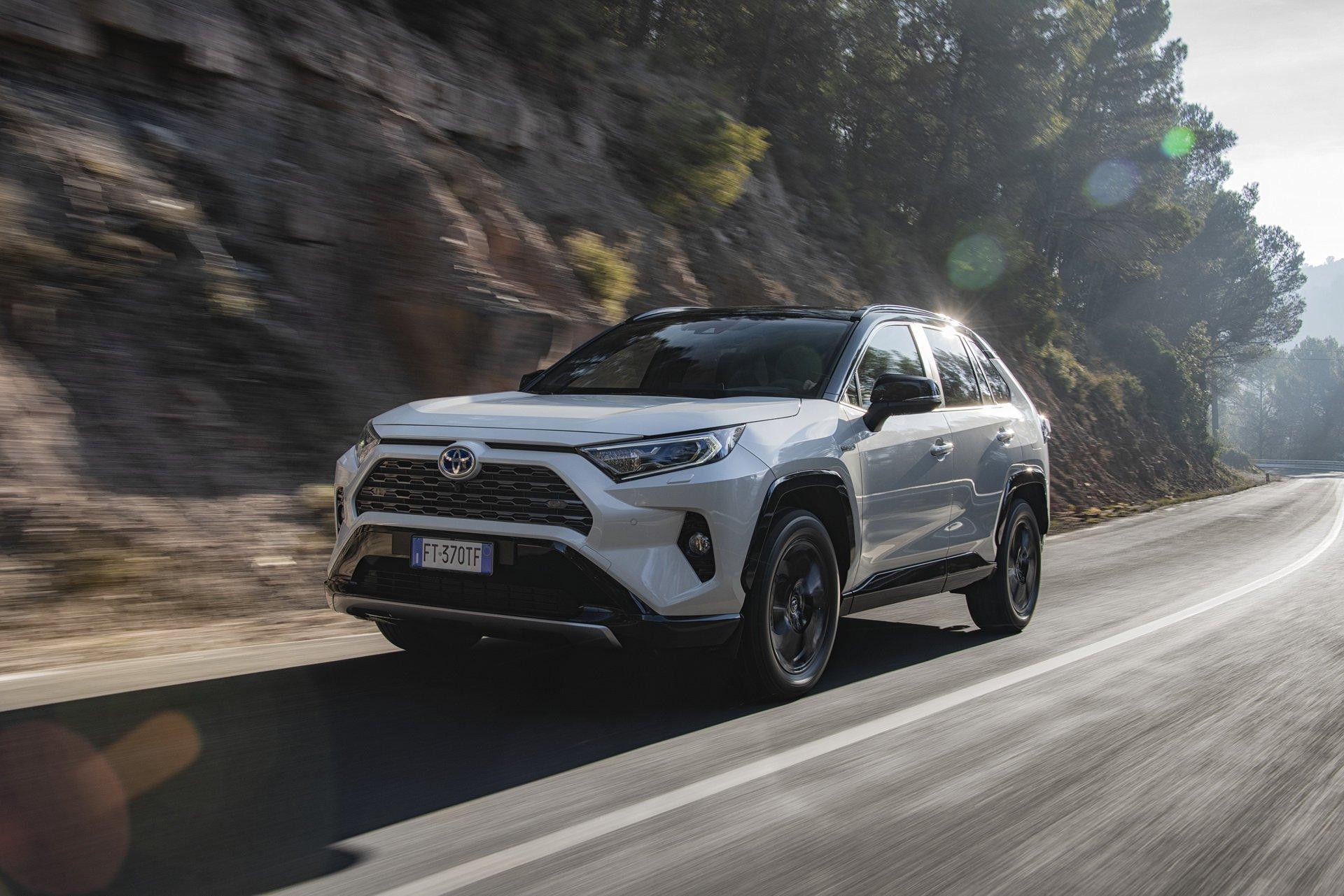 Fique a conhecer tudo sobre o novo Toyota RAV4 Hybrid que será apresentado dentro de dias