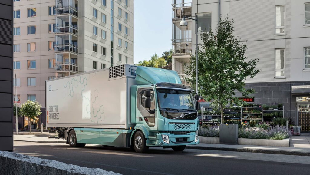 03cde52b-volvo-first-electric-truck-deliveries-1