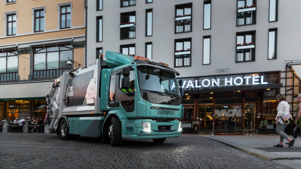 050ef178-volvo-first-electric-truck-deliveries-4
