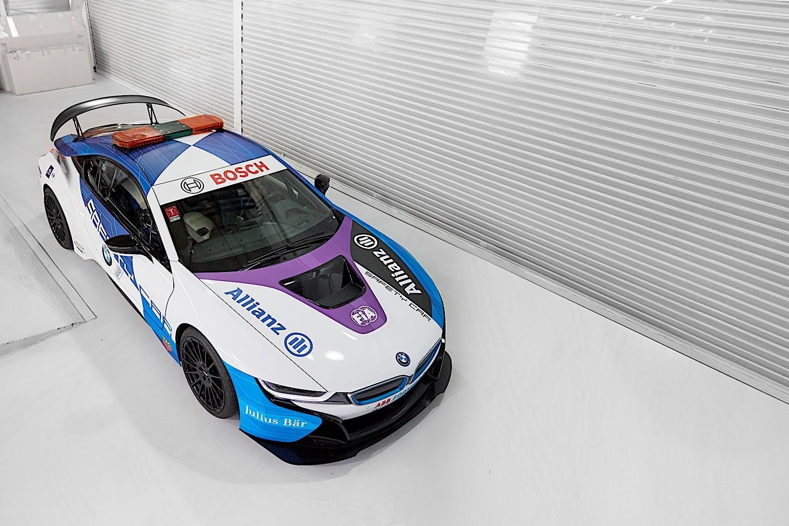 """O BMW i8 """"Safety Car"""" da Fórmula E faz-nos suspirar por um BMW Mi8"""