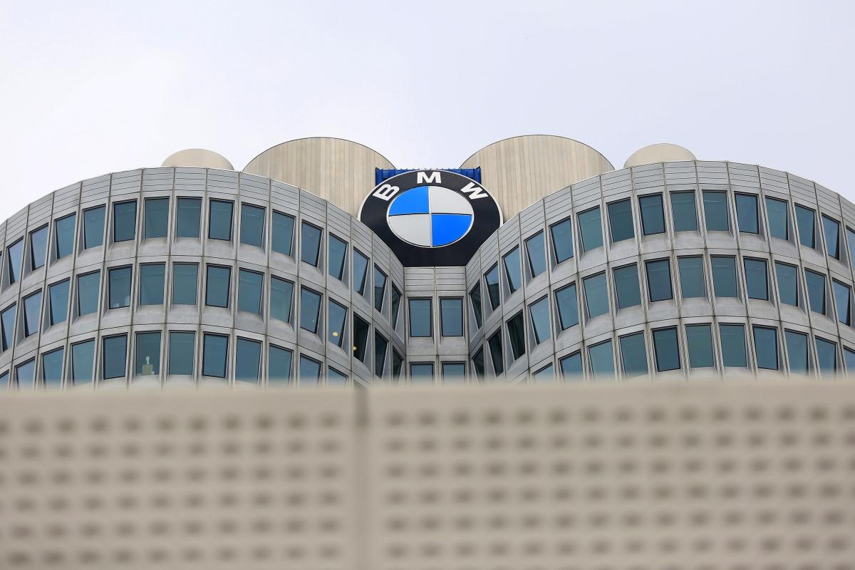 BMW lança plano de redução de custos após derrapagem nos lucros