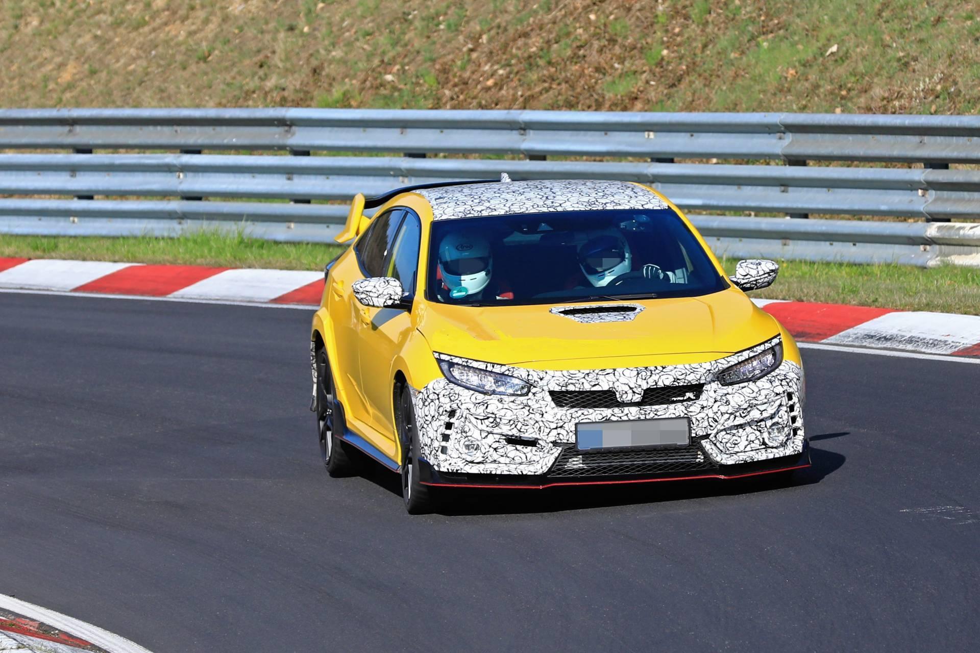 """Honda Civic Type R apanhado no Nurburgring pode ser o """"facelift"""" ou um protótipo"""
