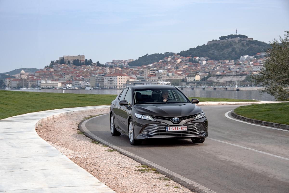Toyota Camry à venda em Portugal a partir de 43.990€
