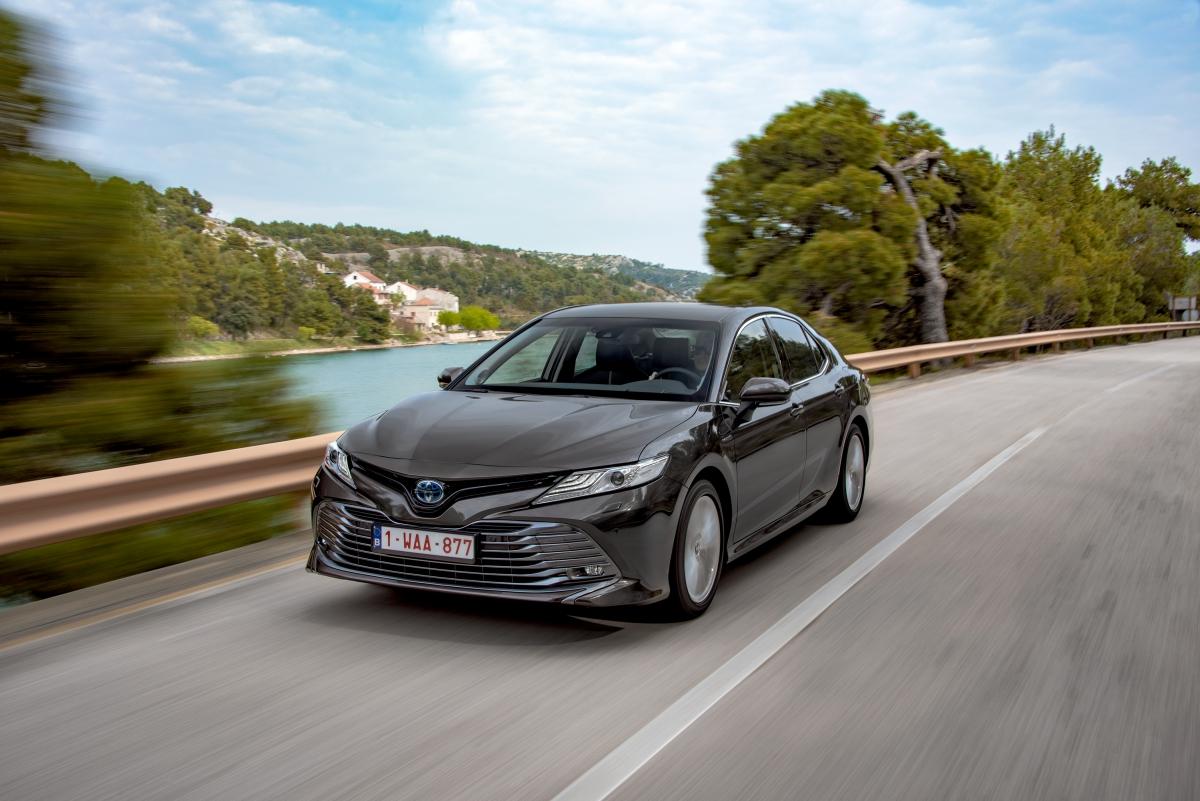 Primeiro ensaio Toyota Camry: refinado, económico e confortável