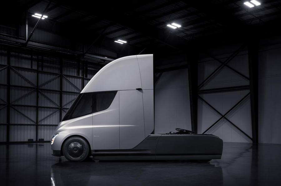 Tesla adia lançamento do Semi para 2020