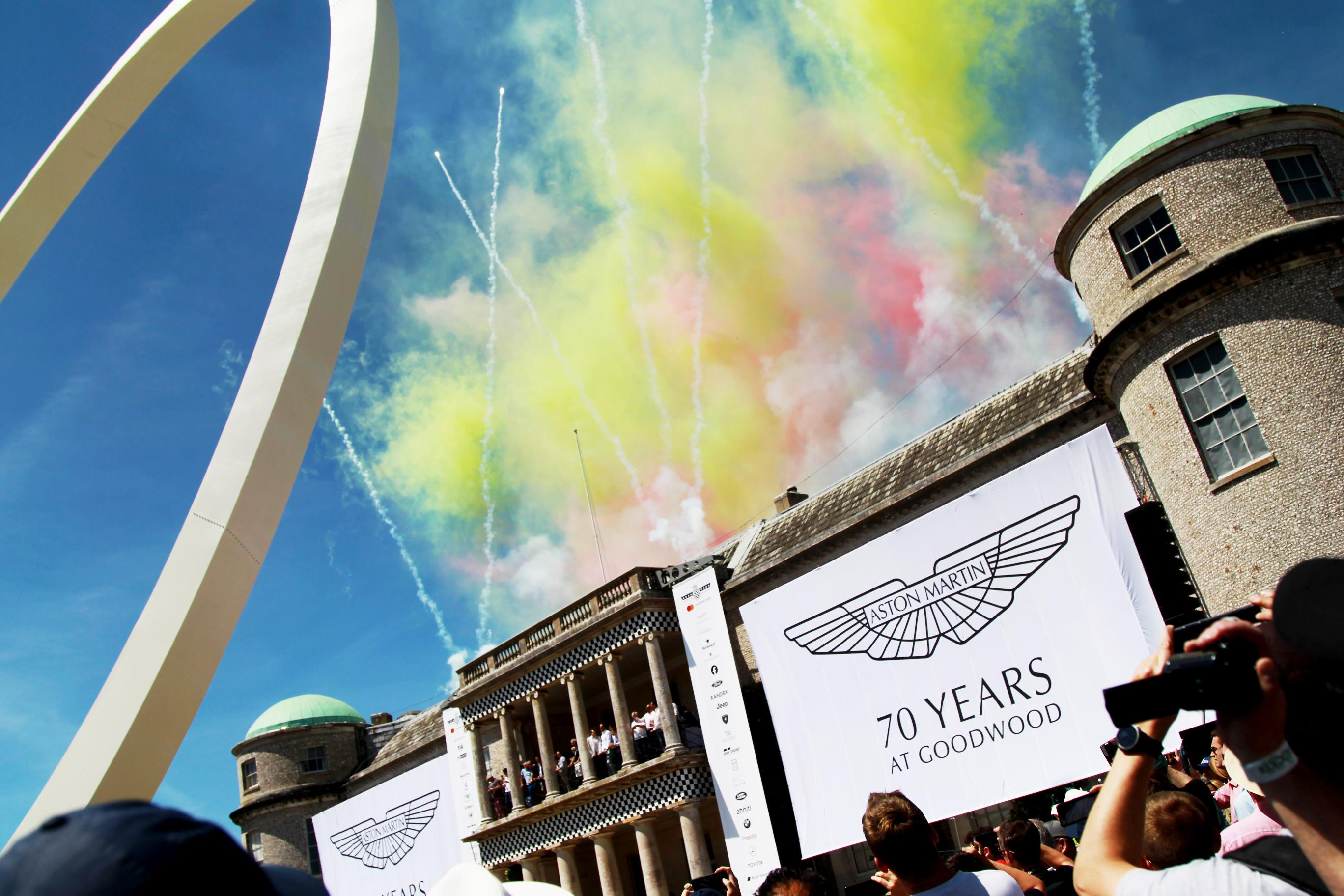 Aston Martin tenta convencer investidores que vai igualar sucesso da Ferrari