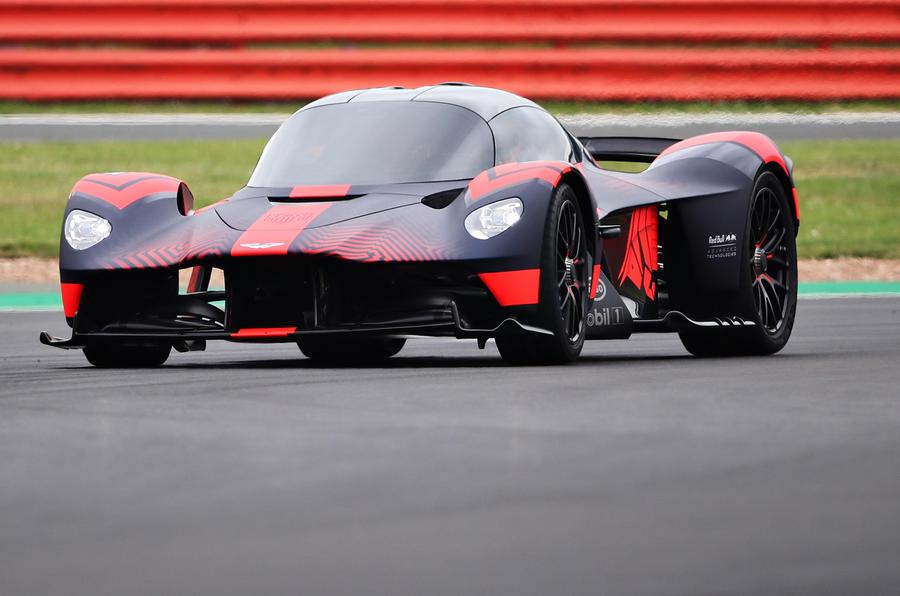 Aston Martin Valkyrie apareceu em público no GP de Inglaterra em Silverstone