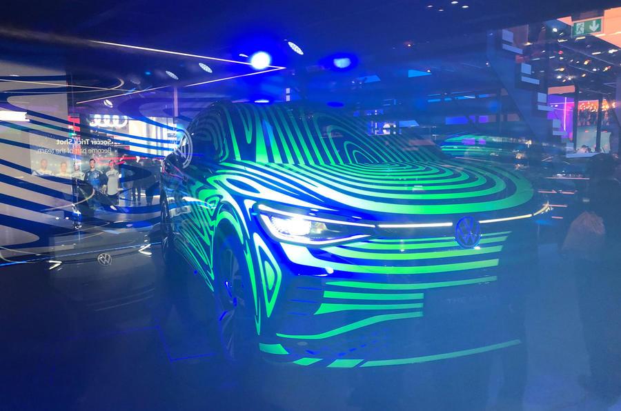 VW ID4 SUV esteve em Frankfurt antes do lançamento em 2020 ...