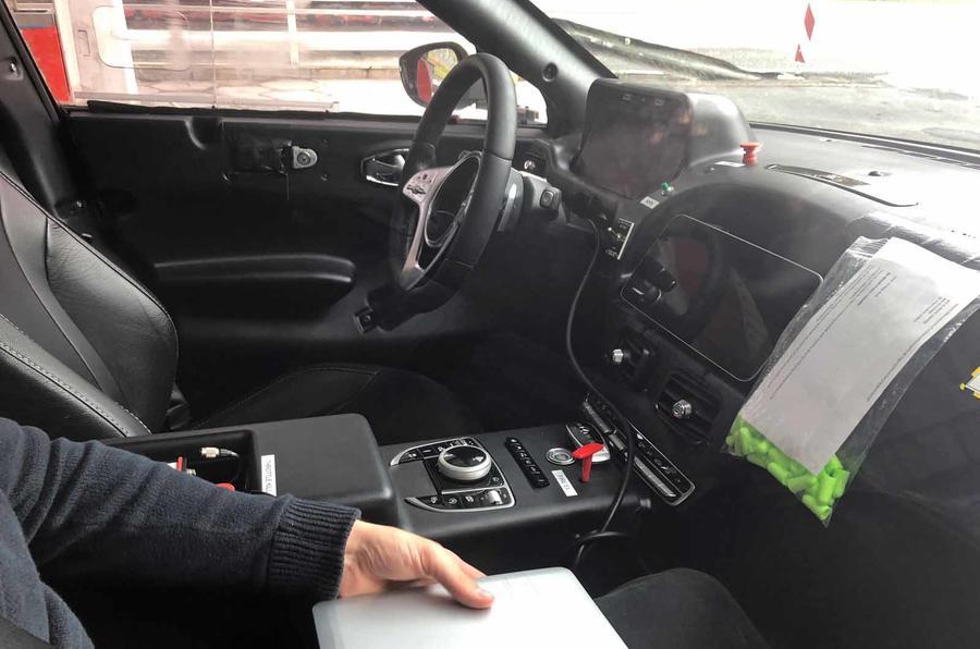 Aqui está o interior do Aston Martin DBX, o primeiro SUV da casa de Gaydon