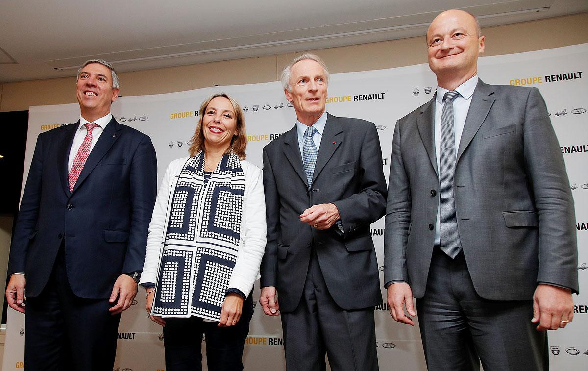 Renault substitui Thierry Bollore por Clotilde Delbos, mas procura novo CEO
