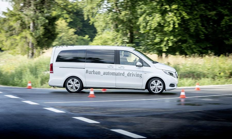"""Daimler repensa condução autónoma e """"robotaxis"""""""