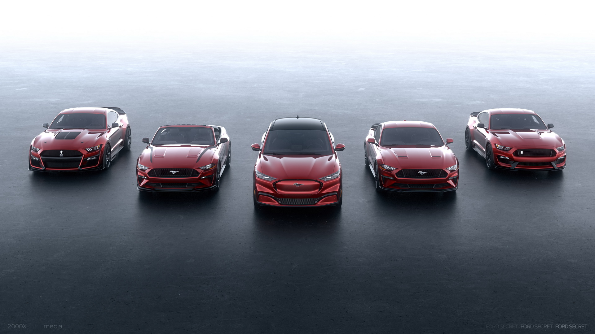 Ford pondera lançar mais versões para uma possível família Mustang