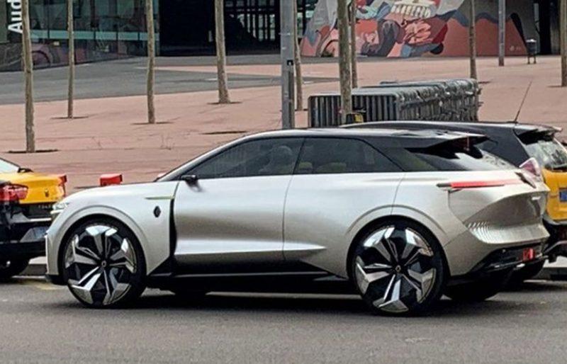 O que será este Renault? Um novo SUV, um OVNI ou o novo Koleos?