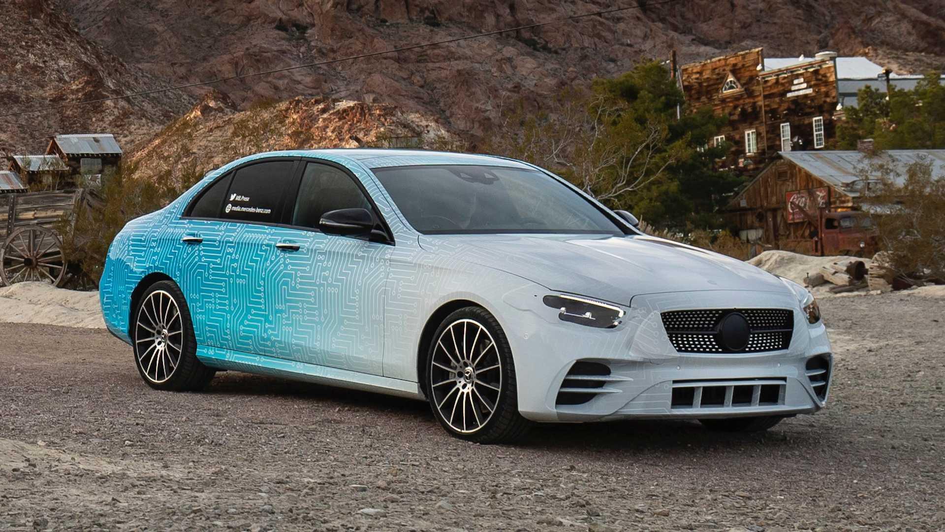 Mercedes antecipa revelação do Classe E que vai oferecer sete versões híbridas
