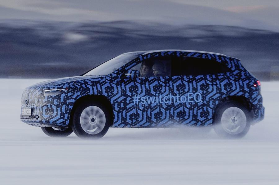 Mercedes revela imagens do novo EQA em testes no Circulo Polar Ártico