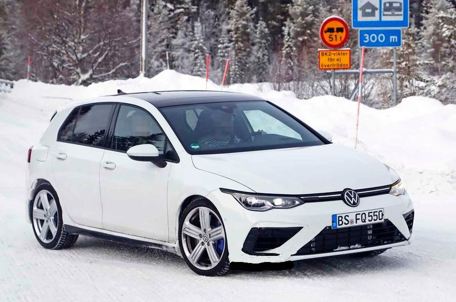 VW Golf R apareceu em testes sem camuflagem